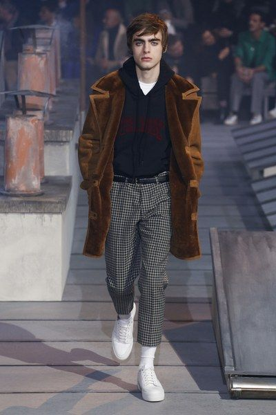 The complete Ami Fall 2018 Menswear fashion show now on Vogue Runway. #HighFashionTrends