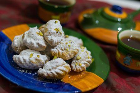 طرز تهیه قطاب گردویی مجله تصویر زندگی Persian Desserts Iranian Food Desserts