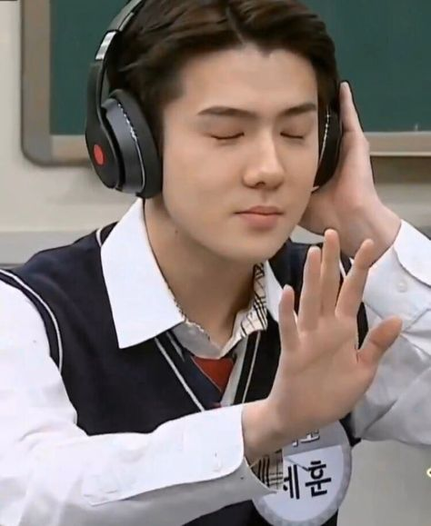 sehun - Twitter Search / Twitter Exo Memes, Blackpink Memes, Funny Kpop Memes, Stupid Memes, Memes Funny Faces, Cute Memes, Meme Pictures, Reaction Pictures, Baekhyun