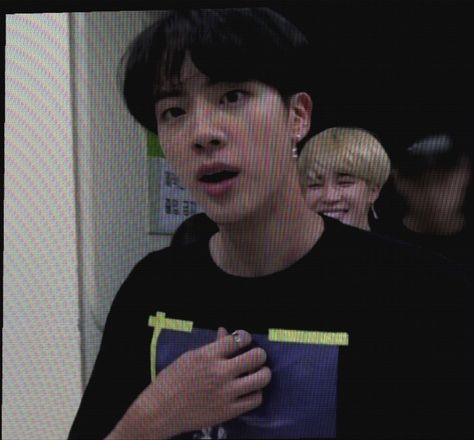 Seokjin, Hoseok Bts, Bts Jin, Girlfriend Kpop, Boyfriend Girlfriend Quotes, Bts Aesthetic Pictures, Worldwide Handsome, Bts Photo, Bts Pictures