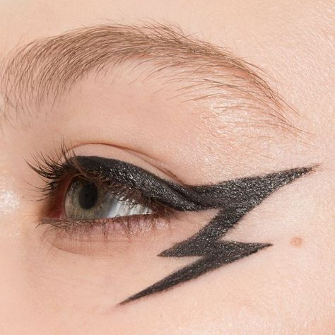 gel liner eyeliner shade with Loreal in blackest black Gel Eyeliner, Rosa Eyeliner, How To Apply Eyeliner, Black Eyeliner Makeup, Blue Eyeliner, Eyeliner Pencil, Punk Makeup, Edgy Makeup, Makeup Inspo