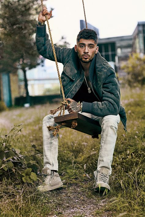 Now that he's left One Direction, Zayn Malik has become a solo artist, been seen with Gigi Hadid, and modeled these great cargo and utility pants for GQ. Nicole Scherzinger, Liam Payne, Zayn Mallik, Zayn Malik Pics, Zayn Malik Photoshoot, Niall Horan, Zayn Malik Hairstyle, Zayn Malik Style, Zayn Malik Fashion