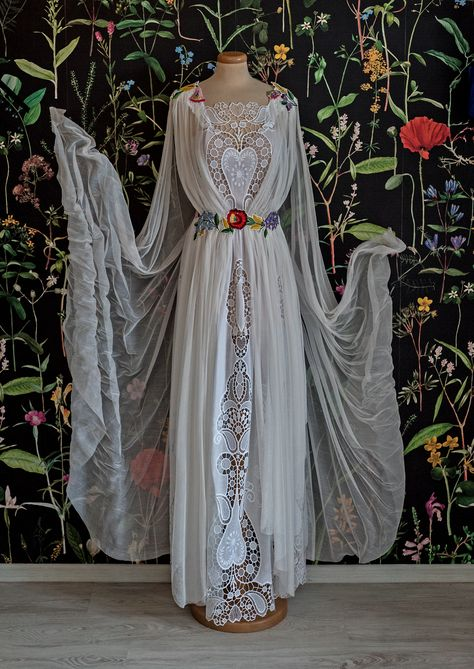 Have a taste of this magical dessert with traditional inspired embroidery, sugar flowers cuts and airy silk wings. Best served at a wedding that combines folklore, mythology and enchanted forests.