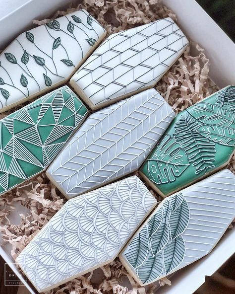 Riding the daylight savings struggle bus real hard today but cookie tiles always make me feel better so here's a new set! Fancy Cookies, Cut Out Cookies, Royal Icing Cookies, Custom Cookies, Owl Cupcakes, Cupcake Cookies, Sugar Cookies, Sunshine Cookies, Ladybug Cakes