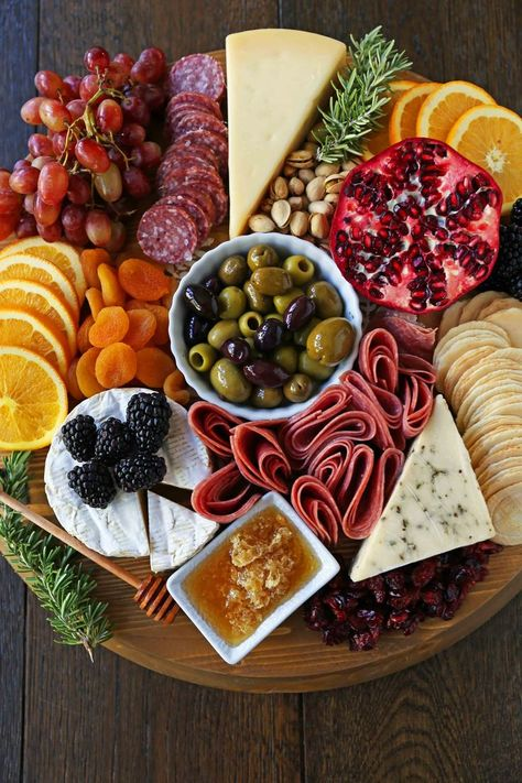 How to make an EPIC Charcuterie Board (AKA Meat and Cheese Platter). How to make a beautiful meat cheese and fruit platter. The perfect appetizer for . Charcuterie Board Meats, Plateau Charcuterie, Charcuterie Recipes, Charcuterie And Cheese Board, Cheese Boards, Fruit Appetizers, Appetizers For Party, Appetizer Recipes, Thanksgiving Appetizers