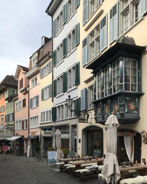 Zurich Du Schone Stadt Mit Deinen Toll Gekleideten Menschen