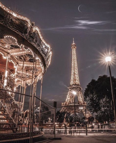 Travel hacks for Paris France. What to know before traveling to Paris. Paris At Night, Night City, Night Night, City Aesthetic, Travel Aesthetic, Aesthetic Girl, Aesthetic Backgrounds, Aesthetic Wallpapers, Paris Photography