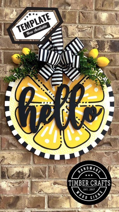 Creative Crafts, Fun Crafts, Diy Craft Projects, Wooden Door Signs, Wood Signs, Spring Crafts, Holiday Crafts, Wreath Crafts, Wreath Ideas
