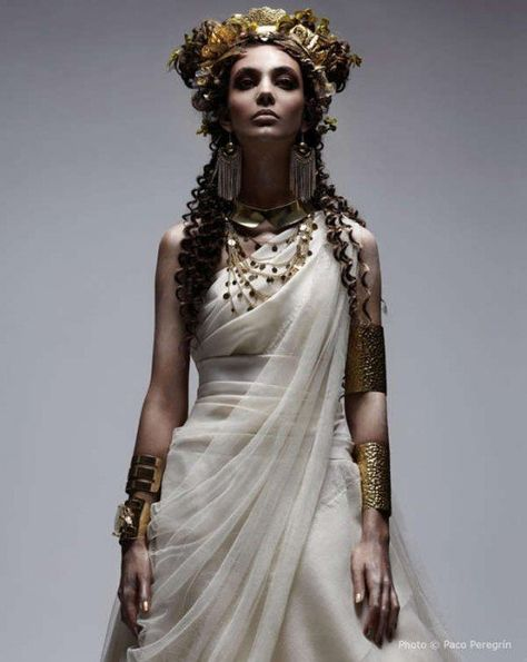 Funky goddess images – The White Sposa Italy 'OLIMPIA' editorial Performs With Historical Greek theme (GALLERY) Greatest Image For Beaute Artwork easy For Your Style. Couple Halloween Costumes For Adults, Costumes For Women, Woman Costumes, Couple Costumes, Pirate Costumes, Teen Costumes, Greece Goddess, Greece Mythology, Ancient Greece Fashion
