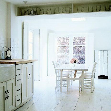 Witte geschilderde vloeren | villa dEsta | interieur en wonen
