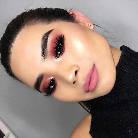 Who loves warm tones and mauve lips? 🙋@tuantinpar mastered this look with our Warm Neutrals Volume 2 #Eyeshadow Palette & New Mod Liquid #Lipstick.