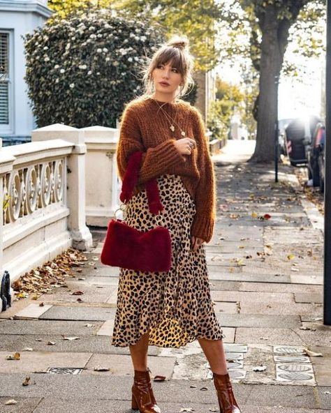 Here's The Tote Bags ALL Influencers Will Be Wearing This Fall