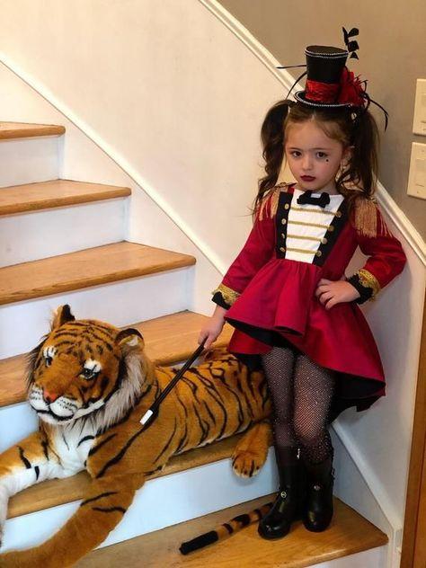 Ringmaster Costume, Circus Costume, Red Costume, Costume Makeup, Little Girl Halloween Costumes, Halloween Kostüm, Toddler Girl Halloween Costumes, Kids Costumes Girls, Cool Costumes For Kids