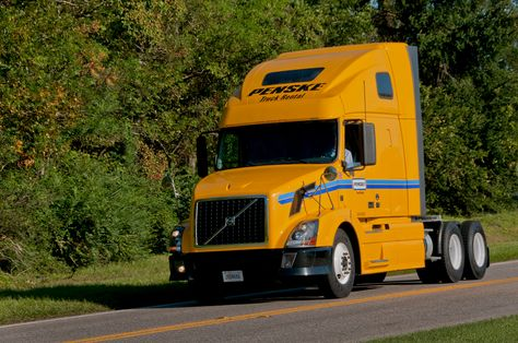 Penske Truck Rental Operates One Of The Newest Largest Commercial Truck Rental Fleets Our Rental Fleet Includes More Trucks Transportation Services Rental