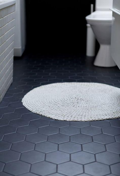 Une salle de bain en noir et blanc - FrenchyFancy