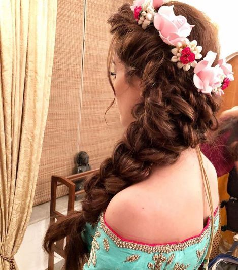 25 Pre Wedding Hairstyles For Mehndi Haldi Or More Functions Bridemaids Hairstyles Bridal Hairstyle Indian Wedding Indian Bridal Hairstyles