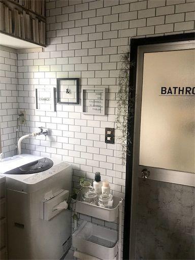 賃貸洗面所diy お風呂場のドアに合うように枠もリメイク 2021 お風呂場 洗面所 ランドリー収納棚