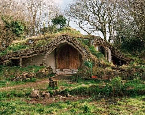 """Nicknamed """"The Hobbit House"""", this fairytale–like cottage is located in a forest in Wales. Built with maximum regard for the environment, the house gives its dwellers a unique opportunity to live literally in the heart of nature. Casa Dos Hobbits, Fairytale Cottage, Underground Homes, Underground Living, Unusual Homes, Earth Homes, Earthship, Fairy Houses, Cob Houses"""