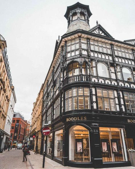 24 Hours in Manchester, England