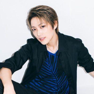 ツイッター 七海 ひろき タカラジェンヌとの食事報告は「ルール違反」 批判殺到で元HKT岡田栞奈が謝罪: