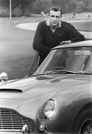 Sean Connery/ Aston Martin DB 5 (1964)