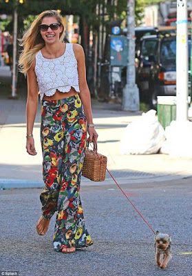 Pantalones Anchos Mujer 17 Hermosos Look Juveniles Moda Y Tendencias 2019 2020 Pantalon Ancho Mujer Pantalones Anchos Moda