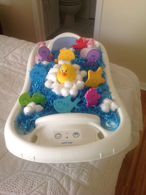 Bath Time Diaper Cake In Baby Tub With Images Baby Bath Tub Gift Basket Baby Tub Baby Bath
