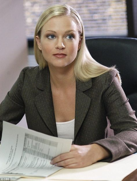70+ Hot Pictures Of A.J Cook From Criminal Minds Will Make