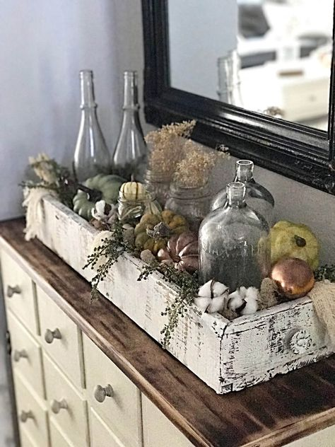Looking for some easy DIY fall pumpkin decor? It only takes a few minutes to cre. Looking for some easy DIY fall pumpkin decor? It only takes a few minutes to cre. - Looking for some easy DIY fall pum. Rustic Fall Decor, Fall Home Decor, Autumn Home, Diy Home Decor, Holiday Decor, Country Fall Decor, Country Home Decorating, Christmas Decorations, Ramadan Decorations