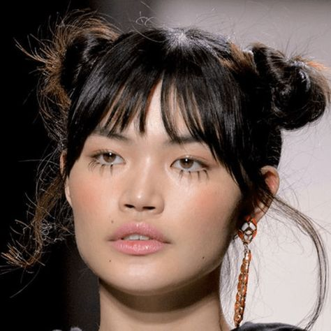 Fake Eyelashes Guide: Beauty Touch for Natural Look Runway Hair, Runway Makeup, Catwalk Makeup, Beauty Make-up, Hair Beauty, Festival Make Up, Art Visage, Corte Y Color, Fake Eyelashes