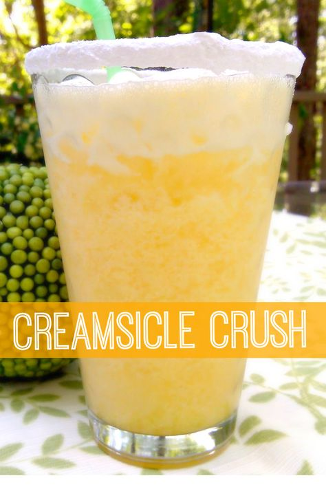 Creamsicle Crush — Whipped cream vodka, orange juice, and a splash of cream served over crushed ice in a powdered sugar-rimmed glass. Liquor Drinks, Non Alcoholic Drinks, Cocktail Drinks, Vodka Cocktails, Vodka Martini, Martinis, Cocktail Shaker, Cocktail Recipes, Peach Schnapps Drinks
