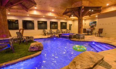 Stunning Mountain Lodge Indoor Pool Hot Tub 6 Bedrooms 7 1 2 Baths Pigeon Forge Indoor Pool Cabins In Gatlinburg Tn River Lodge