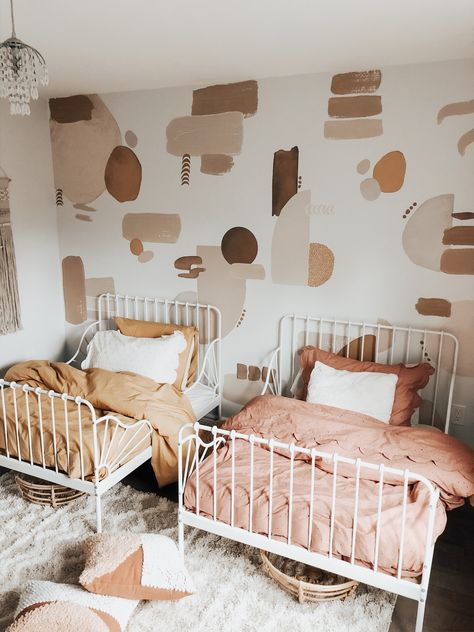 Childrens Bedrooms Shared, Twin Girl Bedrooms, Boy And Girl Shared Room, Little Girl Rooms, Toddler Bed Comforter, Sister Room, Deco Rose, Toddler Rooms, Kids Room Design