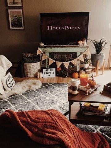 73 Gorgeous Halloween Living Room Decor Ideas Falldecorideasforthehome 73 Gorgeous Halloween Living Room De Fall Room Decor Halloween Living Room Fall Bedroom