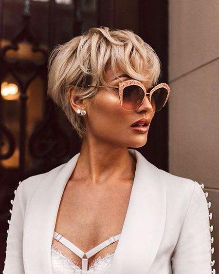 30 Popular Short Blonde Hairstyles: #15. Micah Gianneli Beautiful Short Wavy Hairstyle; #micahgianneli; #shorthair; #blonde; #blondehair