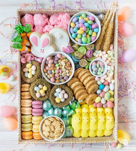 Candy and Sweets Style Easter Board -- The Next Charcuterie Board. How to make a candy charcuterie board for spring and Easter celebrations. Charcuterie Recipes, Charcuterie And Cheese Board, Charcuterie Picnic, Holiday Treats, Holiday Fun, Holiday Recipes, Recipes Dinner, Holiday Appetizers, Holiday Desserts