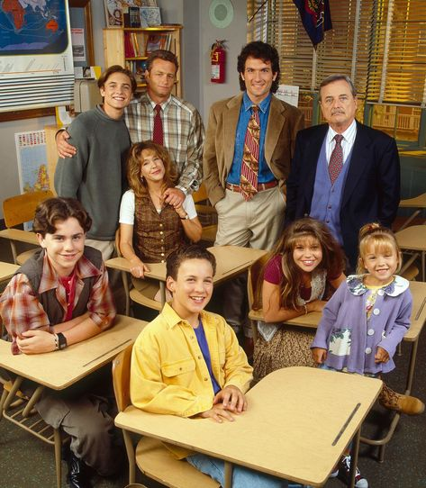 Attention 90's Babies! Boy Meets World cast reunites with Mr. Feeny at Boston convention. Click to see more pictures of your favorite shows cast all grown up! #Cory #Topanga #BoyMeetsWorld #GrownUp #BestTV #90s #90sShows   Entertainment Weekly - Boy Meets World cast reunites with Mr. Feeny at Boston convention: 'We're baaaaaack!'