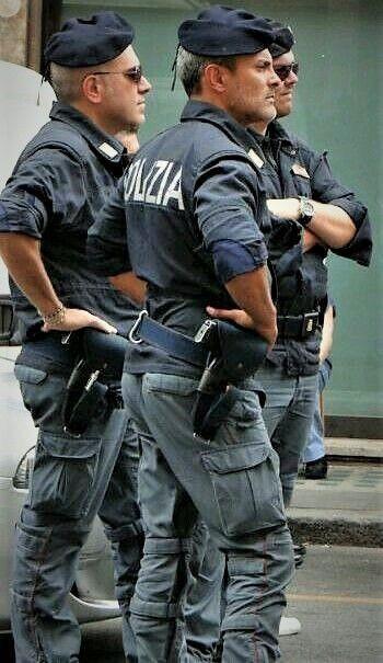 Much More Fun Twitter Lazyfireoperat1 Menlover Www Lazyfireoperatorhumanoid Tumblr Com Men In Uniform Hot Cops Cop Uniform