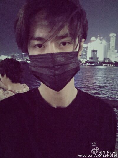 I Dunno Why But I Think It S Cute When Idols Wear Those Masks And You Can Only See Their Eyes Wang Korean Idol Kpop Guys