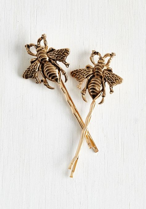 You never know when a beautiful insect will buzz by, … Bee Prepared Hair Pin Set. You never know when a beautiful insect will buzz by, so keep your camera and these gold, ModCloth-exclusive hair pins handy! - Unique W Vintage Hair Accessories, Hair Accessories For Women, Jewelry Accessories, Fashion Accessories, Vintage Jewelry, Womens Fashion Online, Latest Fashion For Women, Barrettes, Bees Knees
