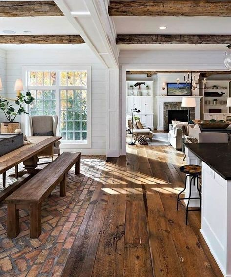This rustic country kitchen is goals for sure! 🙌 Would you love a kitchen lik… - country kitchen farmhouse Farmhouse Interior, Farmhouse Homes, Country Interior Design, Modern Farmhouse Exterior, Rustic House Design, Farmhouse Kitchen Decor, Country Kitchen Decorating, Farmhouse Design, Farmhouse Layout