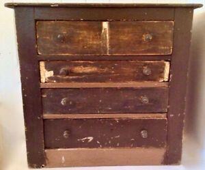 Antiquite 1850 Collection Meuble A Tiroirs En Bois Clous Forges Antique Dresser Antiques Kijiji
