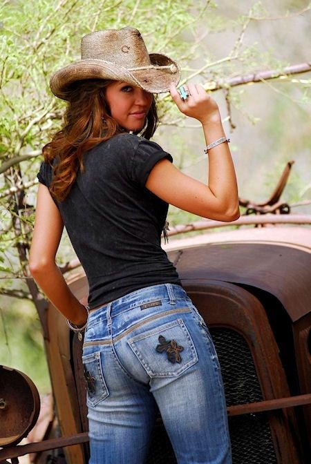 Sexy teen country girls naked on the tractor