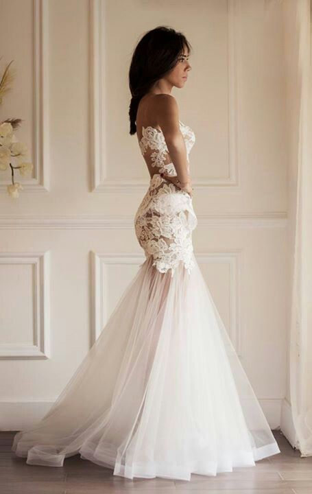 lace & tulle fitted sleeveless sweetheart neckline mermaid style wedding dress