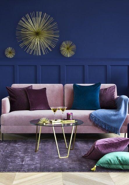So Funktioniert Der Look Juwelenzauber Samtsofas Sind Total Angesagt Vor Allem In Pink Wie Wunderbar D Blaue Wohnzimmer Wohnzimmer Inspiration Samt Sofa