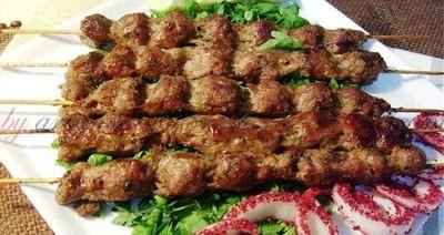 طريقة تحضير الكباب المشوي على الفحم يتميز الكباب المشوي على الفحم بالطعم المميز مكونات الكباب المشوي Syrian Food Breakfast Soup Meals
