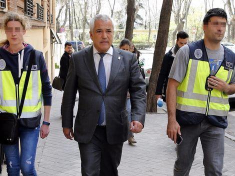 La UDEF prueba que Unicaja pagó un millón a Pineda para salvar a Medel de los ERE - Diario de  Torremolinos