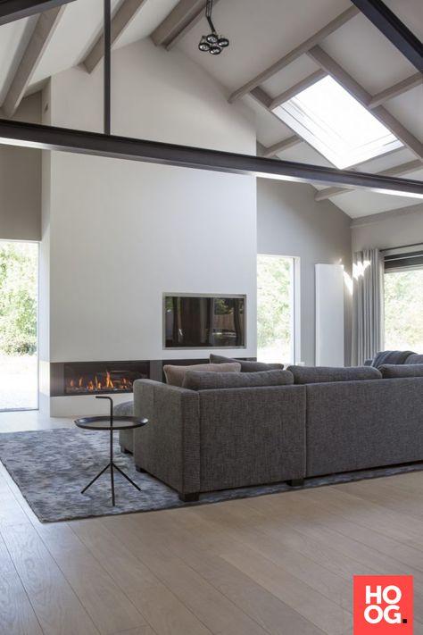 Moderne woonkamer inrichting met open haard | woonkamer ideeën ...