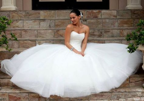 Find all your wedding needs on www.brides-book.com