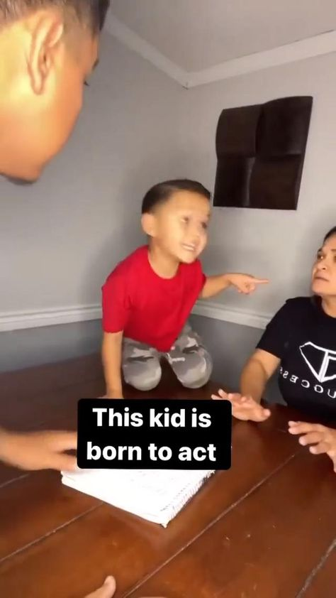 This kid is born to Act